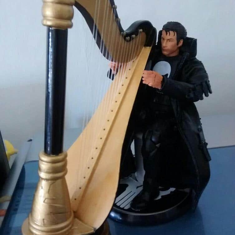Thomas Jane playing his harp on the display stand.